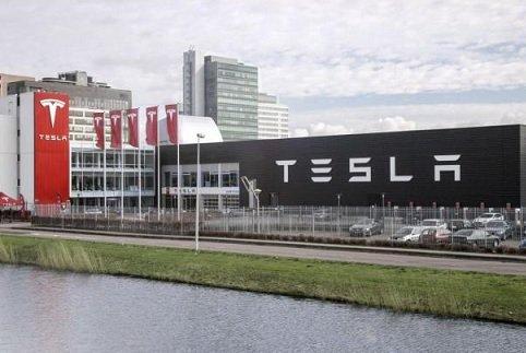 Илон Маск поведал, как будет работать беспилотник Tesla